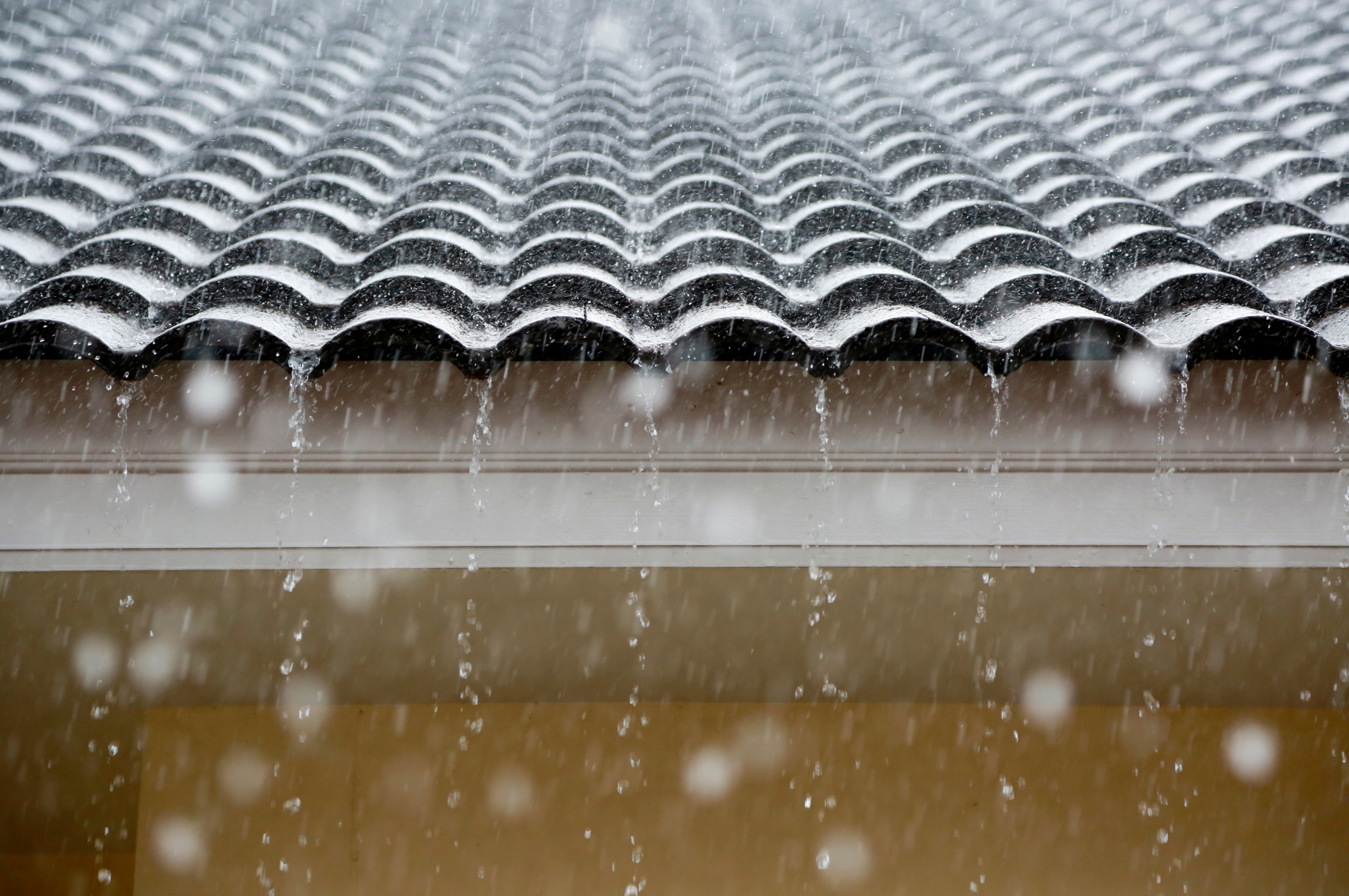 rain on roof tiles in florida